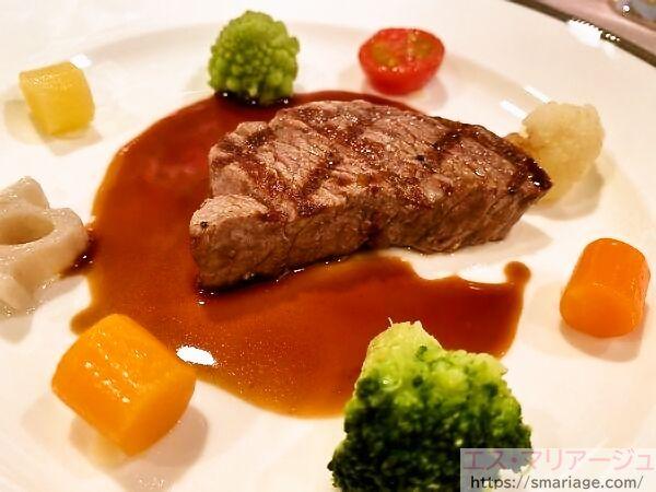 牛フィレ肉の網焼き彩り野菜のパレット仕立て・マデラ酒ソース