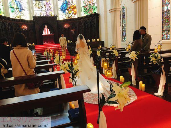 バージンロードを歩く花嫁