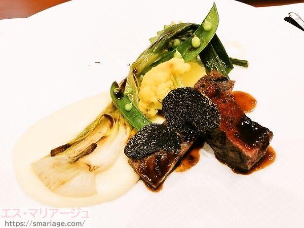オリーブ牛と秋田牛のステーキ