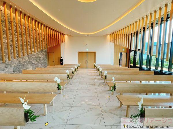 祭壇からみた入口