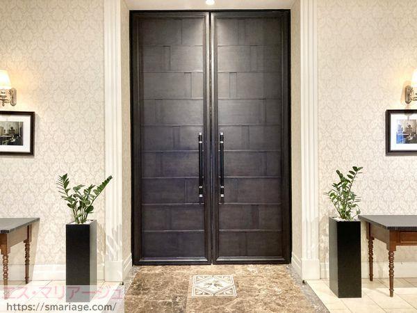 披露宴会場の扉