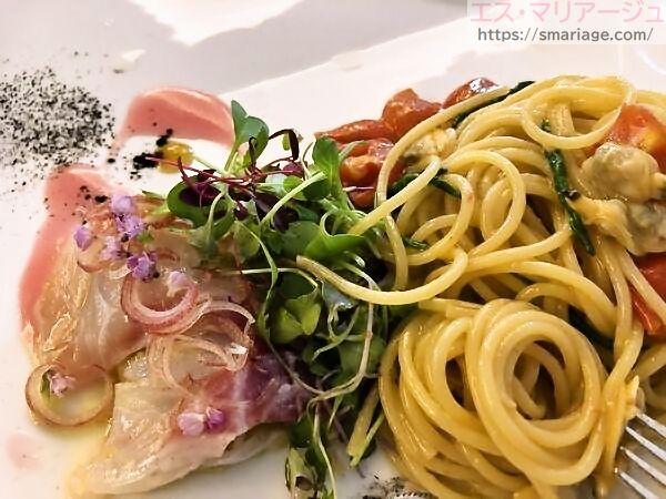 真鯛のカルパッチョとフルーティトマトとアサリのパスタ