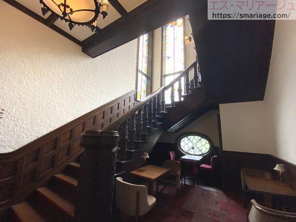 正面玄関・階段
